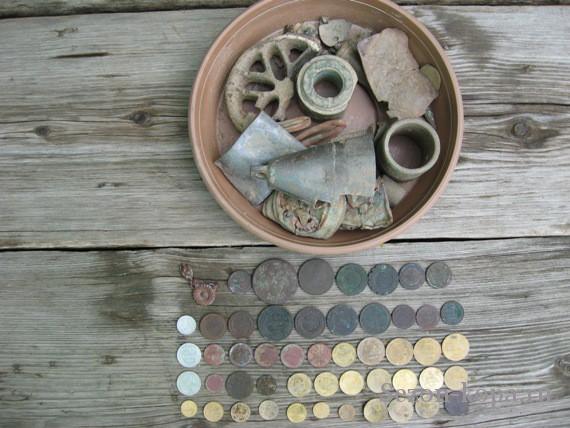 Немного рядовых монет и цветмет - обычная добыча за день