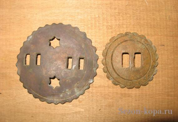 Круглые бляшки разных диаметров.